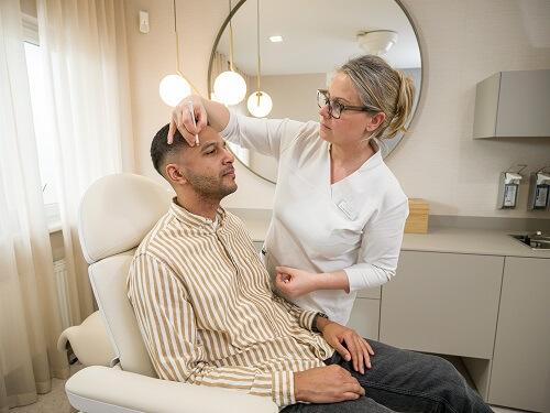 Gesichtschirurgie: Ästhetische Behandlung eines Patienten