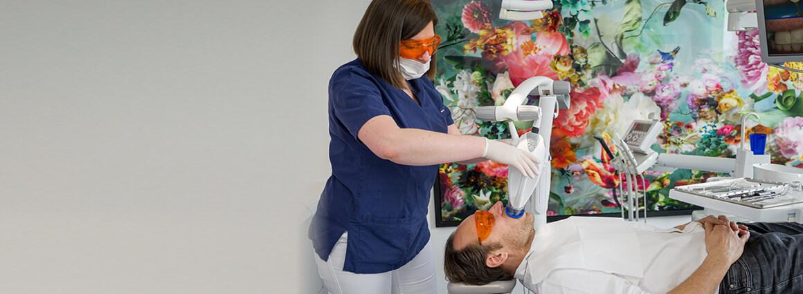 Bleaching eines Patienten bei CenDenta Berlin