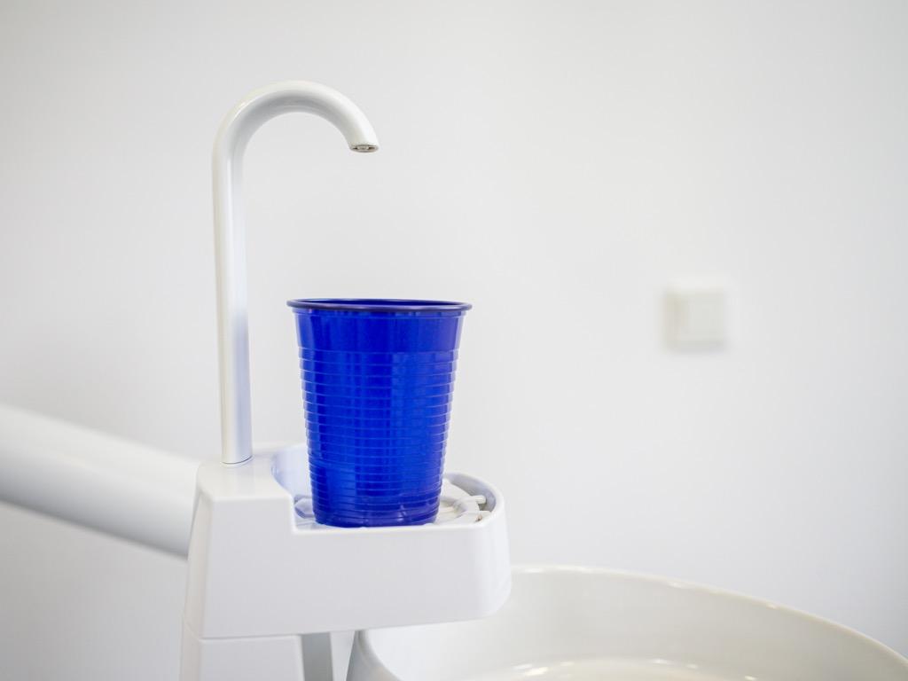 Wasser Becher im Behandlungszimmer