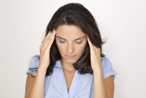 Frau mit Schmerzen bei CMD
