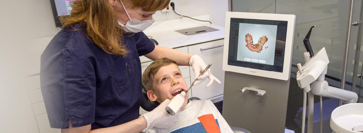 Digitaler Abdruck zur Zahnspangen Therapie eines Jungen